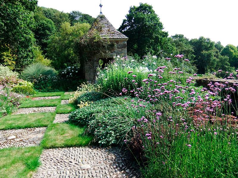 massifs rosier pour des jardins l 39 anglaise reposants. Black Bedroom Furniture Sets. Home Design Ideas